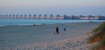 Vroeg in de ochtend op het strand